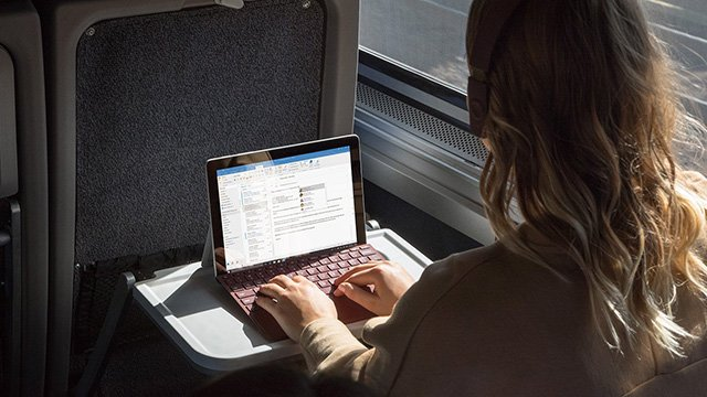 Microsoft Surface Go battery life splits reviewers