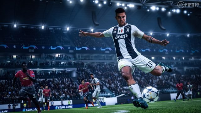 Move the goalkeeper in FIFA 19
